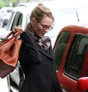 Uma Thurman Running Errands in Beverly Hills 25-02-2011