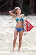 http://img238.imagevenue.com/loc138/th_913559678_Preppie___AnnaSophia_Robb_in_a_bikini_on_Soul_Surfer_set_in_Hawaii___Feb._13_2010_744_122_138lo.jpg