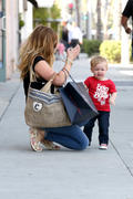 http://img238.imagevenue.com/loc148/th_027703936_Hilary_Duff_out_in_about_Beverly_Hills6_122_148lo.jpg
