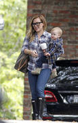 http://img238.imagevenue.com/loc170/th_843642990_Hilary_Duff_Heading_to_play_date_with_Luca11_122_170lo.jpg