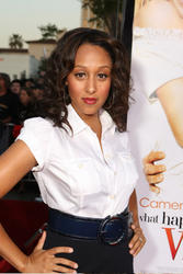 Tamera Mowry @ The Premiere Of What Happens In Vegas (5/08)