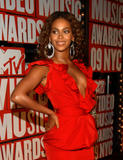 *ADDS* Beyonce Knowles @ 2009 MTV Video Music Awards in NYC, September 13, 2009