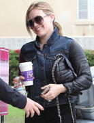 http://img238.imagevenue.com/loc339/th_697742641_Hilary_Duff_at_V_Pilates_in_Toluca_Lake9_122_339lo.jpg