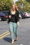 http://img238.imagevenue.com/loc351/th_918256638_Hilary_Duff_shopping_HD_Buttercup_Furniture24_122_351lo.jpg