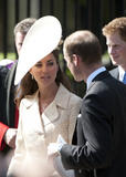 th_51968_celebrity_paradise.com_The_Duchess_of_Cambridge_Zara_wedding_084_122_401lo.jpg