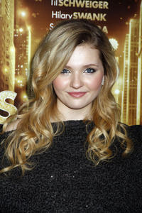http://img238.imagevenue.com/loc446/th_339414395_CFF_Abigail_Breslin_at_Tribeca_Film_Institute_benefit_screening_of_New_Years_Eve_122_446lo.jpg