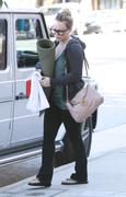 http://img238.imagevenue.com/loc473/th_532755455_Hilary_Duff_Going_To_Pilates_in_Studio_City1_122_473lo.jpg