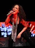 Alicia Keys ( Алисия Кис ) - Страница 2 Th_21913_aliciakeysperformsatmadisonsquaregardentikipetercelebritycity118_123_503lo
