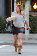 http://img238.imagevenue.com/loc521/th_168099382_Hilary_Duff_Grabbing_Lunch_Cabbage_Patch11_122_521lo.jpg