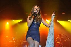 Joss Stone Leggy On Stage