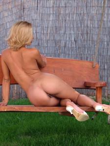 [Image: th_262510561_Mia_Stone_twisty_park_bench..._527lo.jpg]