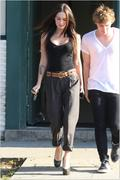 Nov 16, 2010 - Megan Fox Hotness Out N About In Hollywood (32 HQ pics) Th_02121_Upload_by_forum.anhmjn.com_001_122_594lo
